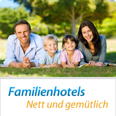 Familie auf Wiese, Familienhotels